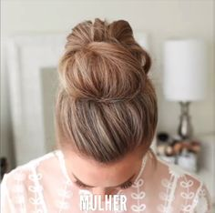 Messy Updo Hairstyle / Latest Hair Trends 2019 A chic style of hairstyle that would get you going for all your casual lazy days spring mornings sunny afternoons summer evenings and all your semi-forma Latest Hairstyles, Pretty Hairstyles, Messy Bun Hairstyles, Hairstyle Ideas, Buns Hairstyles Tutorials, Cute Updo Hairstyles, Hairstyles For Summer, Easy Bun Hairstyles For Long Hair, Two Buns Hairstyle