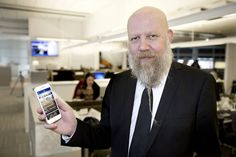 """Den nya appen ska stimulera fler sinnen än bara ögat och hörseln. VLT:s chefredaktör Daniel Nordström anser att tekniken med doftappen kommer att driva det digitala berättandet framåt. """"Ju fler sinnen vi kan beröra, desto större blir läsupplevelsen"""", säger han."""