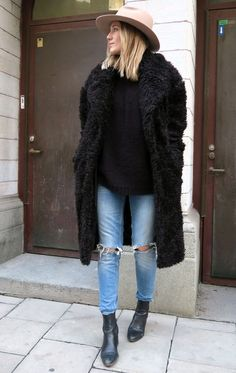 Fur-Coat-Street-Style-Boho-Hat-Jeans-Boots