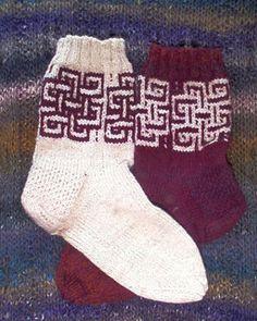 Endless Knot Socks by Robbyn Kenyon - free