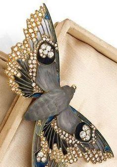 an exceptional and rare diamond, gold, enamel moth brooch, by rené lalique, circa 1900. #GoldJewelleryArtNouveau
