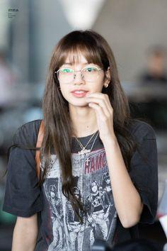 (1) Trang chủ / Twitter Jennie Lisa, Blackpink Lisa, South Korean Girls, Korean Girl Groups, Jenny Kim, Rapper, Boyish Style, Asian Babies, Kim Jisoo