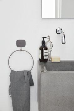 D'OC PORTASCIUGAMANO - portasalviette per il bagno ispirato al gusto provenzale , ma reinterpretato in chiave contemporanea #geelli #softness #adhesive #gel #poliuretano #polyurethane #portascigamano #asciugamano #provenzale #doc #appendino