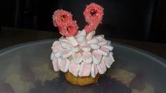 vanille muffin met marshmallow bloem topping
