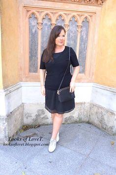 ü50 Bloggerinnen Modepost Sneaker zu schwarzen Outfit