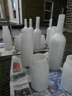 Banquet ideas on pinterest painted bottles monkey fist for Paint bottles with tips