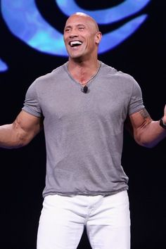 Dwayne Johnson Joven, The Rock Dwayne Johnson, Rock Johnson, Dwayne The Rock, Hq Trivia, Game Of Thrones Poster, Real Housewives, Rock Style, Special Guest