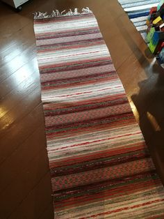 Rag Rugs, Rug Ideas, Recycled Fabric, Woven Rug, Scandinavian Style, Pattern Design, Weaving, Textiles, Rug Weaves