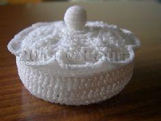 Laura fa: crochet container