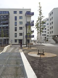 Hermine Dasovsky-Platz & Susanne Schmida-Gasse by DnD Landscape Planning « Landscape Architecture Platform Landscape Plans, Landscape Architecture, Tree Grate, Social Housing, Contemporary Landscape, Urban Design, Vienna, Around The Worlds, Mansions