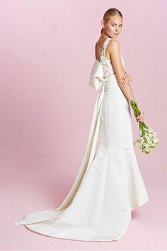 Beautiful Oscar de le Renta. The 9 Dreamiest Dresses From Bridal Fashion Week F/W 15 via @WhoWhatWear