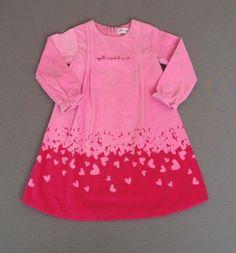 Vestido de terciopelo rosa con corazones