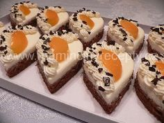 Semifreda bez formy Fondant Cupcakes, Mini Cheesecakes, Mini Cakes, Christmas Cookies, Deserts, Carving, Sweet, Xmas Cookies, Candy