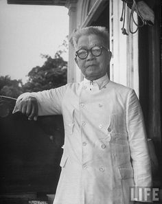 President Emilio Aguinaldo Famous Historical Figures, Historical Pictures, Emilio Aguinaldo, Philippine Army, President Of The Philippines, From Rags To Riches, Philippines Culture, Filipiniana, Old Ads