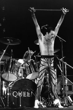 Freddie Mercury durante un concerto in Gran Bretagna (Express Newspapers/Getty Images)