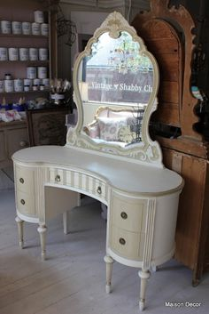 Maison Decor: A french vanity~How to add details to your painted pieces. ASCP Old White and Country Grey with Empire Gold gilding