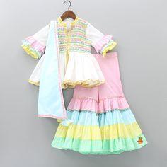 Girls Frock Design, Baby Dress Design, Kids Frocks Design, Baby Frocks Designs, Baby Girl Frocks, Frocks For Girls, Little Girl Dresses, Pakistani Kids Dresses, Kids Ethnic Wear