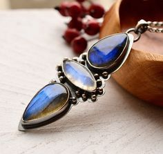 Stone Jewellery Silver Necklace Labradorite by EONDesignJewelry Moonstone Pendant, Silver Pendant Necklace, Stone Jewelry, Silver Jewelry, Labradorite, Handmade Jewelry, Gemstone Rings, Pendants, Jewels