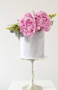 If you ever ask me the trend for wedding cakes I will absolutely recommend you the marble wedding cakes. They have been having a moment for a while and brides are thrilled to have a marbled wedding cake for their big day. Beautiful Wedding Cakes, Gorgeous Cakes, Pretty Cakes, Cute Cakes, Dream Wedding, Bolo Floral, Floral Cake, Single Tier Cake, Gateaux Cake