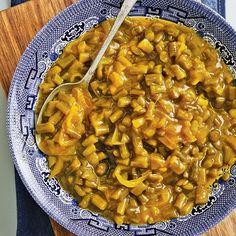 Aangesien 'n mens die slaai kan bottel, gee ek 'n groot resep, wat genoeg is vir sowat 6 flesse van 500 ml elk. South African Salad Recipes, South African Dishes, Braai Recipes, Vegetarian Recipes, Healthy Recipes, Healthy Salads, Cooking Sweet Potatoes, Curry Dishes, Canning Recipes