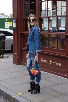 Ainda no primeiro dia de Londres Fashion Week, o segundo look da Helena foi para ir ao desfile da House of Holland. Confira detalhes abaixo: -Jaqueta Silvi