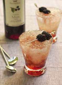Bramble. 2 ounces dry gin (I prefer Plymouth) 1 ounce fresh lemon juice 1/2 ounce simple syrup (see below) 1/2 ounce crème de mûre (blackberry liqueur)