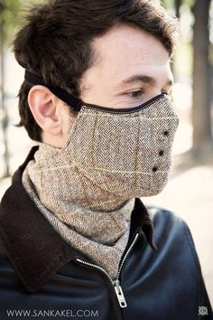 Mask tweed Windowpane: **Mask neck warmer SANKAKEL** Paris, November 2014 To protect you from cold and wind, this classical neck warmer is perfect. Mouth Mask Fashion, Fashion Face Mask, Diy Mask, Diy Face Mask, Face Masks, Tweed, Motorcycle Mask, Motorcycle Jeans, Motorcycle Style