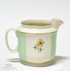Cream jug, Porsgrund Porselen, Design Nora Gulbrandsen, Production year 1927-1935, Modell: 2217 Treasure Hunting, Vintage Pottery, Mint Green, Blues, Museum, Ceramics, Cream, Cool Stuff, Photography