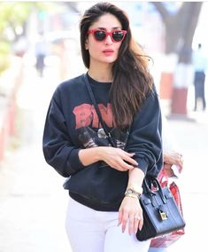 Kareena , Saif and Taimur at their stylish best as they head out for easy breezy outing - HungryBoo Kareena Kapoor Pics, Deepika Padukone, Bollywood Outfits, Bollywood Fashion, Bollywood Actress, Classy Work Outfits, Casual Outfits, Karena Kapoor, Prity Girl