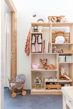 Boxes make great wall storage solutions and these inspirational and practical fun shelving ideas are super easy to replicate. Looking to add more storage to your kids bedroom? These modular shelving ideas are a quick way to clear the clutter. Baby Decor, Kids Decor, Blueberry Home, Playroom Organization, Organized Playroom, Fashion Room, Kid Spaces, Home Design, Room Inspiration