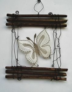 jarné motívy :: Bobbin Lacemaking, Lace Art, Bobbin Lace Patterns, Art Textile, Dream Catcher Boho, Point Lace, Lace Jewelry, Needle Lace, Lace Making