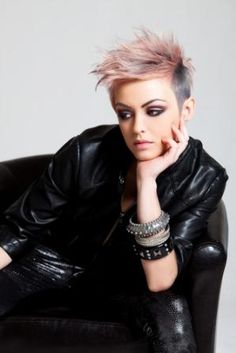 Love this look. Only certain faces can pull this off! Sadly, I am not one of them. But I can cut a fAb pixie!!