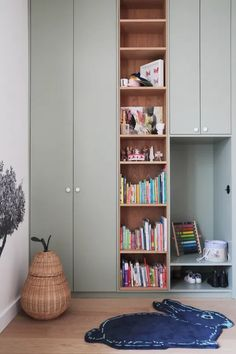 Kids Wardrobe, Built In Wardrobe, Bedroom Built Ins, Built In Cupboards Bedroom, Ideas Prácticas, Kids Room Furniture, Childrens Room Decor, Kids Room Design, Cozy House
