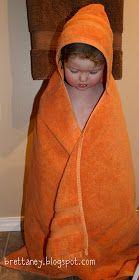 Stort hjemmelavet badehåndklæde med hætte. Så kan de større børn også blive pakket godt ind ;)