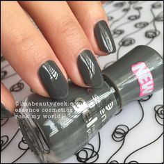 Nail Polish: Essence Rock My World. Lotsa Essence swatches at Essence Nail Polish: Essence Rock My World. Lotsa Essence swatches at Essence Gel Nail Polish, Cute Nail Polish, Nail Polish Sets, Nail Polish Colors, Gel Polish, J Nails, Glitter Nail Polish, Nail Manicure, Hair And Nails
