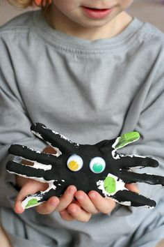 Adorable Halloween Keepsakes - Plaster Handprint Spiders from your child's…