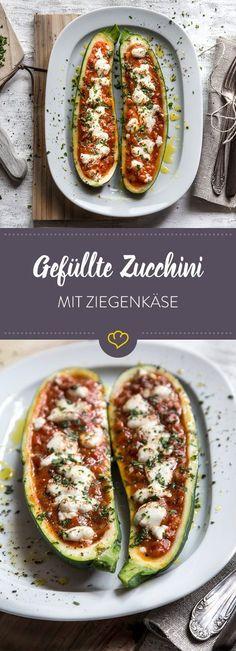 Diese gefüllten Zucchini mit Tomatensauce und Ziegenkäse bringen eine ordentliche Portion Pizza Geschmack auf deinen Teller, sind aber ganz Low Carb.