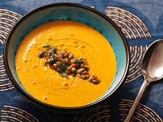 Spicy Carrot and Ginger Soup w/ Harissa A creamy carrot soup flavored with cumin, ginger, and spicy North African harissa paste, with a toasted almond and parsley garnish. Vegetable Puree Soup, Creamy Vegetable Soups, Veggie Soup, Creamy Carrot Soup, Carrot Ginger Soup, Pureed Soup, Thanksgiving Soups, Spicy Carrots, Soup Recipes