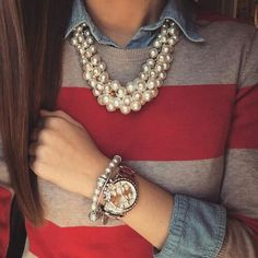 Pearl necklace Here are some creative and fun ways on how to style pearl jewelry. Check out these fashion pearl trends because pearls will never go out of style. Moda Preppy, Preppy Look, Preppy Style, My Style, Simple Style, Adrette Outfits, Preppy Outfits, Classy Outfits, Preppy Wardrobe