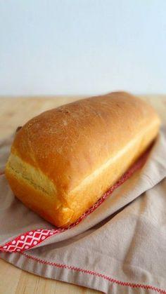 recette parfaite pain de mie 450 g de farine T55 15 g de levure fraîche de boulanger 12,5 cL d'eau 17,5 cL de lait 1 cuillère à café de sel 1 cuillère à soupe de sucre 30 g de beurre