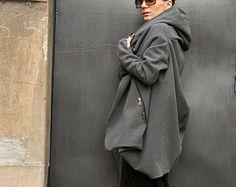 Magnifique Hooded militaire vert haute qualité Kasha/manteau en laine / Extra Long manches / manches de trou pour le pouce  Manteau asymétrique vert militaire extravagant et Unique  Doublée (doublure mince viscose) manteau de laine/Cazin avec intérieur fermeture à glissière poche:)  Deux poches latérales (extérieur)  Avec Double zip face.. .so confortable et toujours en Style !  Soyez moderne et élégant et oser porter !  Différentes tailles disponibles XS, S, M, L, XL, XXL   Tissu kasha…