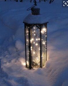 We've just told you about décor ideas using Christmas lights but that was about indoors, and let's see what you can do outdoors. Christmas lights are Winter Szenen, I Love Winter, Winter Magic, Winter White, Winter Season, Noel Christmas, Winter Christmas, Christmas Lights, Outdoor Christmas
