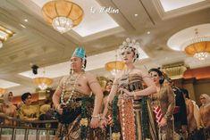 Le Motion Photo: Kania & Restama Javanese Wedding at Puri Begawan Bogor Got Married, Getting Married, Javanese Wedding, Bogor, Crown, Fashion, Moda, Corona, Fashion Styles