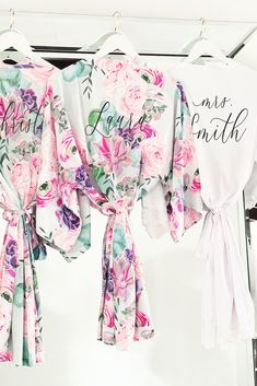 Floral Robes for Bridesmaids Oh my! We are so excited for our succulent theme bridal party robes! These are perrrrfect for your hen party, girls weekend, getting ready and even the honeymoon. Did you know you could even use these as a beach cover up? Lace Bridal Robe, Bridal Party Robes, Bridal Shower Gifts, Bridal Gifts, Wedding Gifts, Bridal Parties, Wedding Dress, Floral Wedding, Dream Wedding