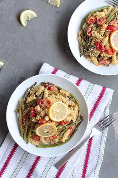 Low Carb Recipes To The Prism Weight Reduction Program Creamy Vegan Lemon Alfredo Pasta With Roasted Asparagus Vegan Sauces, Vegan Dishes, Vegan Food, Vegan Pasta, Veggie Recipes, Whole Food Recipes, Dinner Recipes, Delicious Vegan Recipes, Healthy Recipes