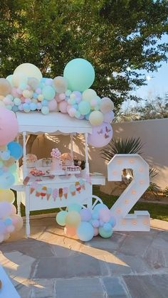 2nd Birthday Party For Girl, Kids Birthday Themes, Unicorn Themed Birthday Party, Kids Party Themes, Birthday Balloon Decorations, Birthday Party Centerpieces, Festa Party, Baby Shower Balloons, Ice Cream Balloons