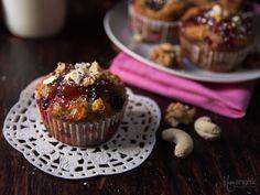 Muffins με μέλι, φρούτα του δάσους και μαρμελάδα