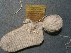 Hibernaatiopesäke: Vanhan vuoden lupaus: neulasukkaohje. As I promised : how to make a nalbinded sock.