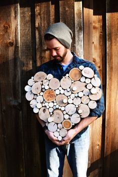 He encontrado este interesante anuncio de Etsy en https://www.etsy.com/es/listing/216851720/recycled-wood-tree-slice-sculpture-wall