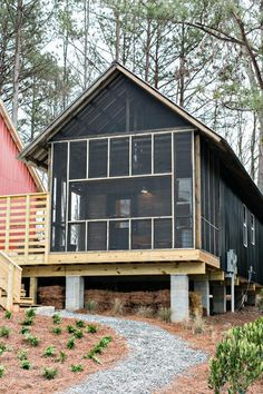 Go Auburn Architecture! The Rural Studio's House is so cheap and has such innovative design that it's changing the entire housing systemfrom mortgages to zoning laws. Style At Home, Rural Studio, One Bedroom House, Bedroom Small, Design Innovation, Tiny House Plans, Cheap House Plans, Cheap Tiny House, Tiny House Living